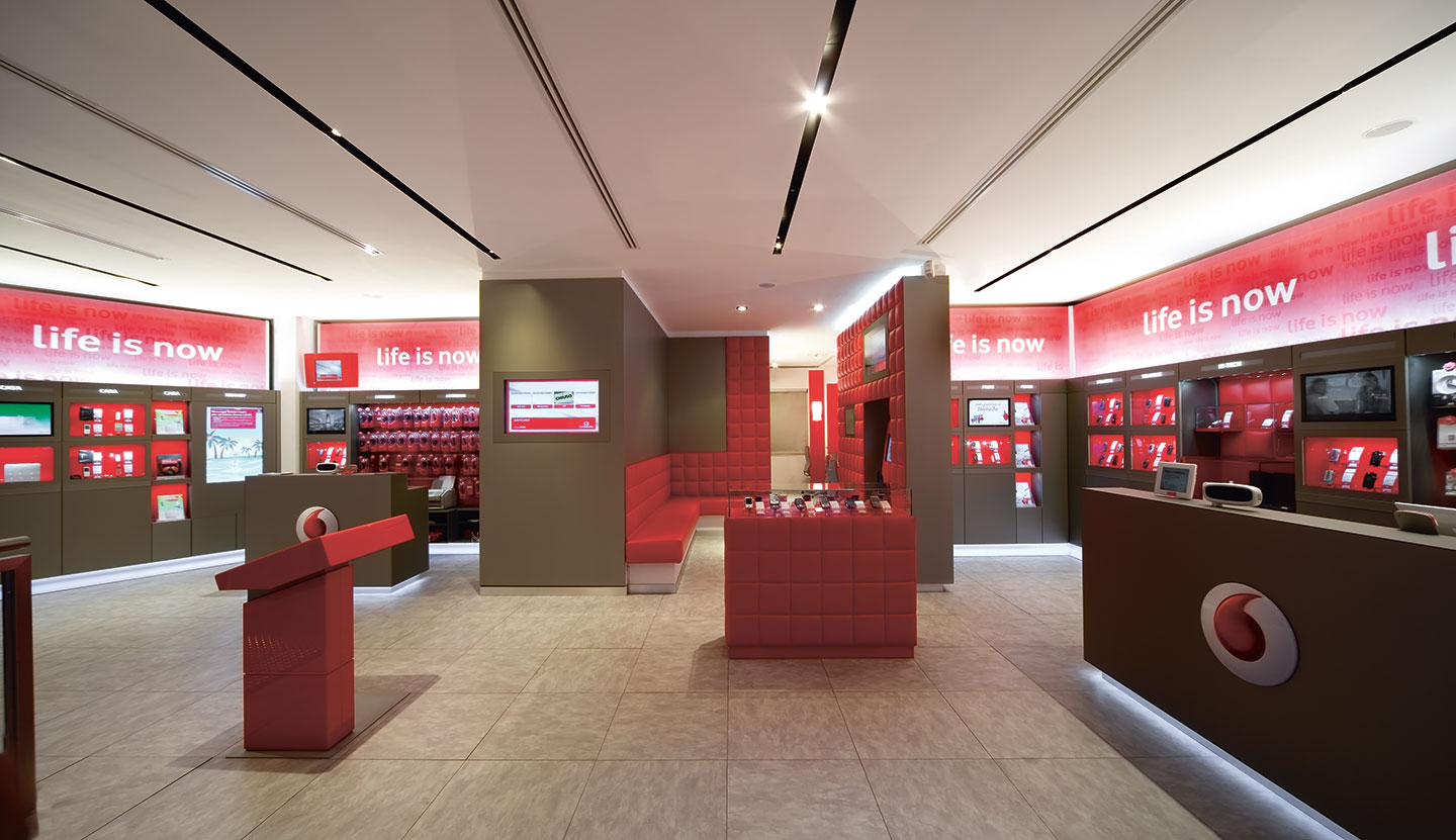 Matteo thun partners interior vodafone one retail system for Mobil shop srl