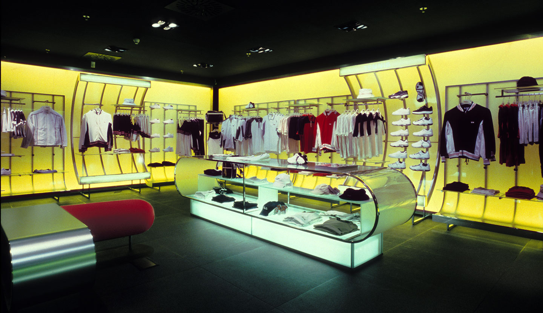 Matteo thun partners interior fila shop for Milano shop