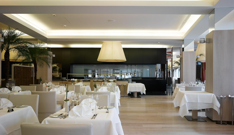 Matteo thun partners interior hotel terme merano for Hotel meran design