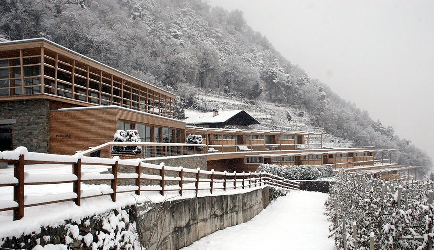 Matteo thun partners architecture pergola residence for Meran design hotel