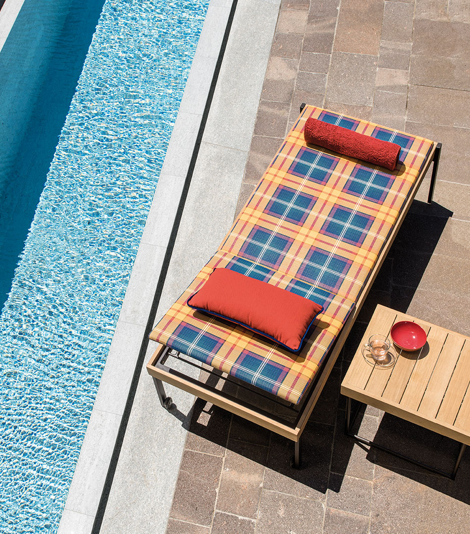 Allaperto, outdoor collection for Ethimo, tartan sunbed